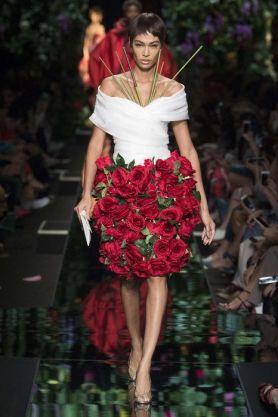 Fashion week Moschino flowers spring-summer 2018