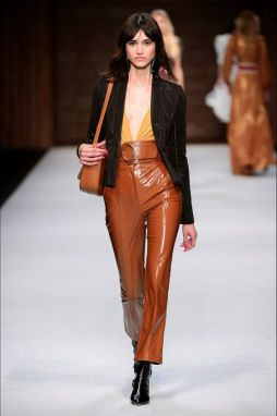 trend-leather-outfit fall-winter2018-19@VOGUE IT