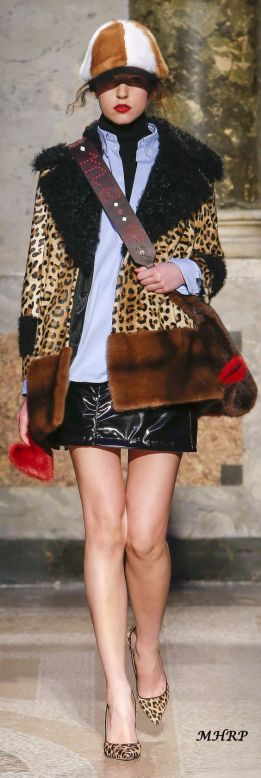 trend-sheepskin outfit-fall-winter2018-19 Simonetta Ravizza@vogue